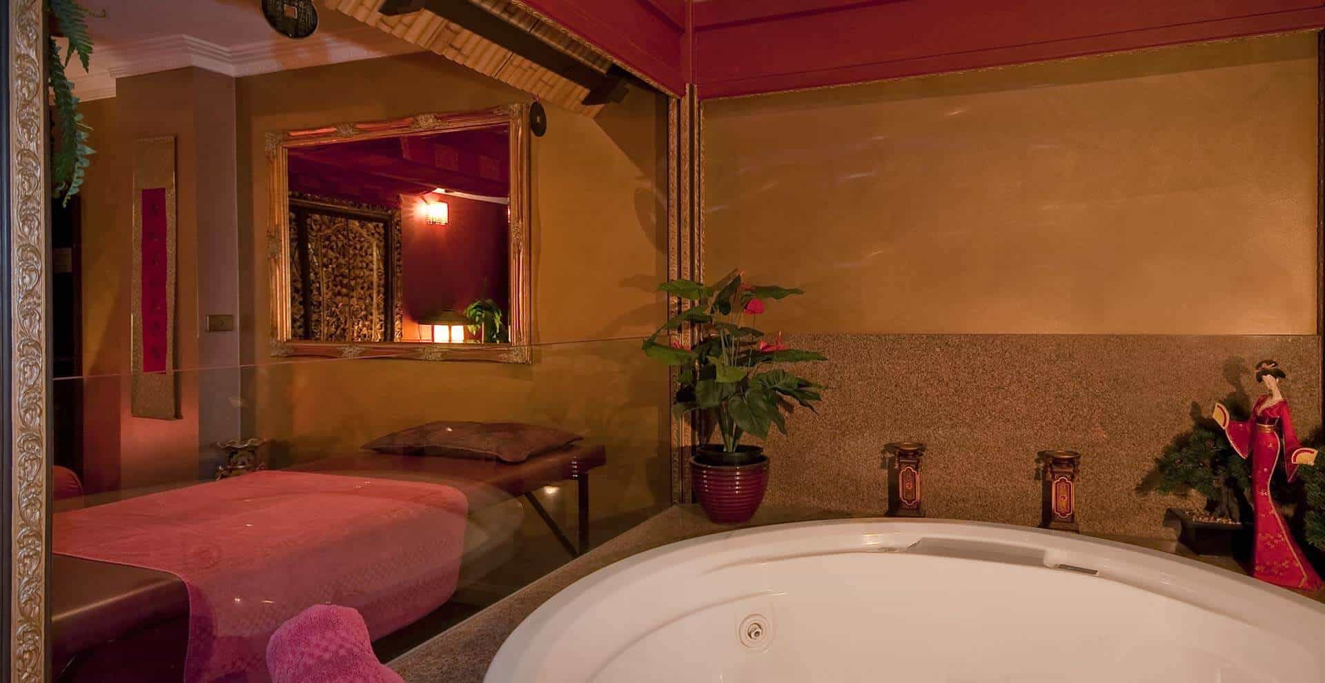 Asian Suite with Round Spa